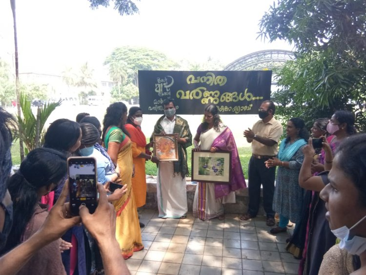 """Standing Committee Chairperson Sunita Dixon  inaugurates  women's day special one day camp """"Vanitha varnangal"""" conducted by Teach Art Kochi"""